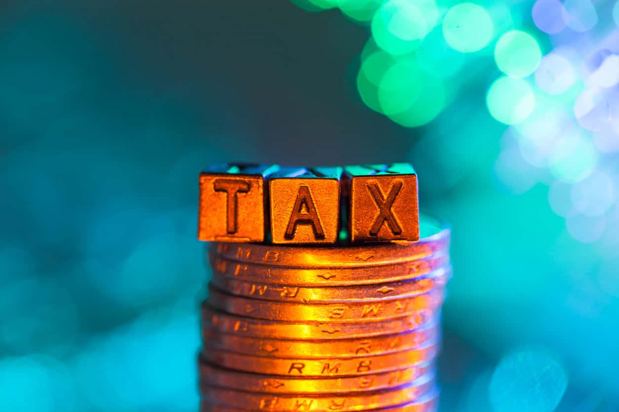 株式投資にかかる税金とは?特定口座(源泉徴収あり・なし)のメリット・デメリットから節税方法までわかりやすく解説する。
