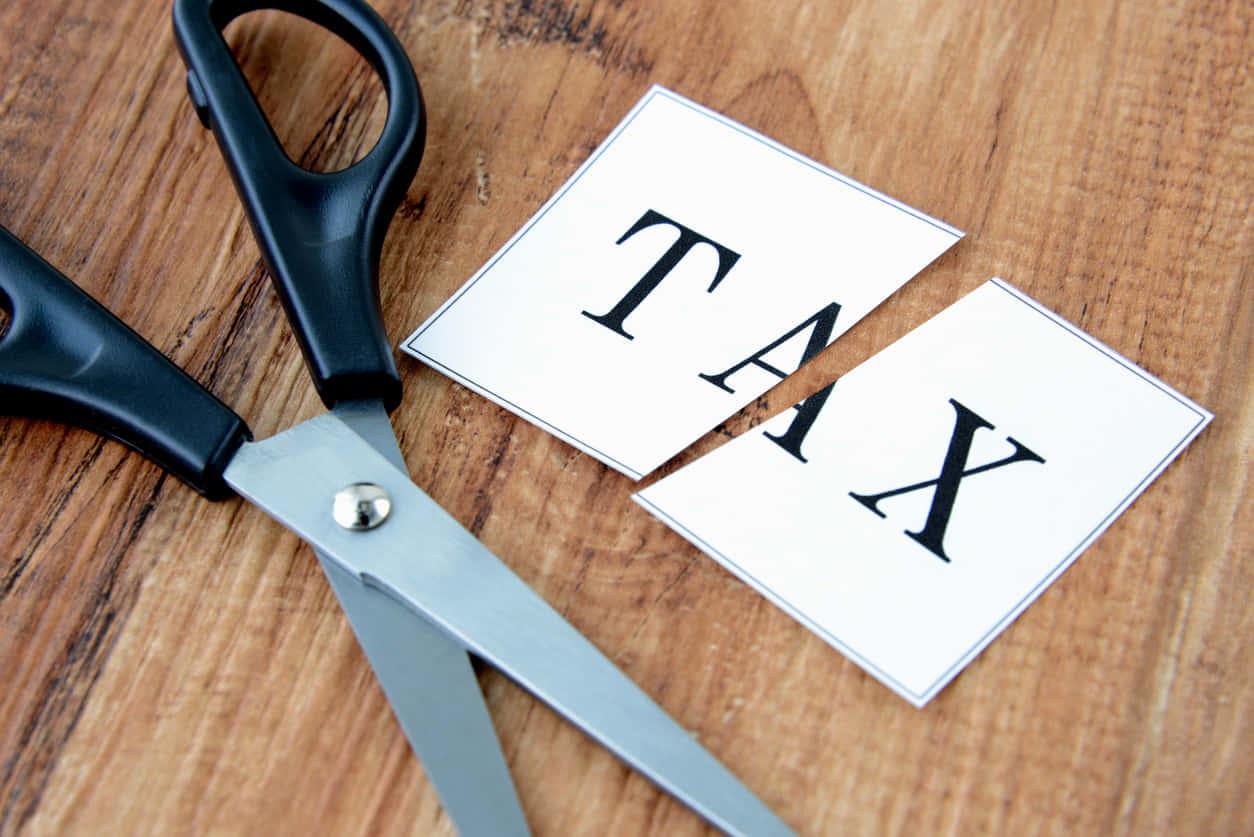 無駄な税金を減らす個人事業主におすすめの節税方法!経費と青色申告で課税所得を圧縮しよう。