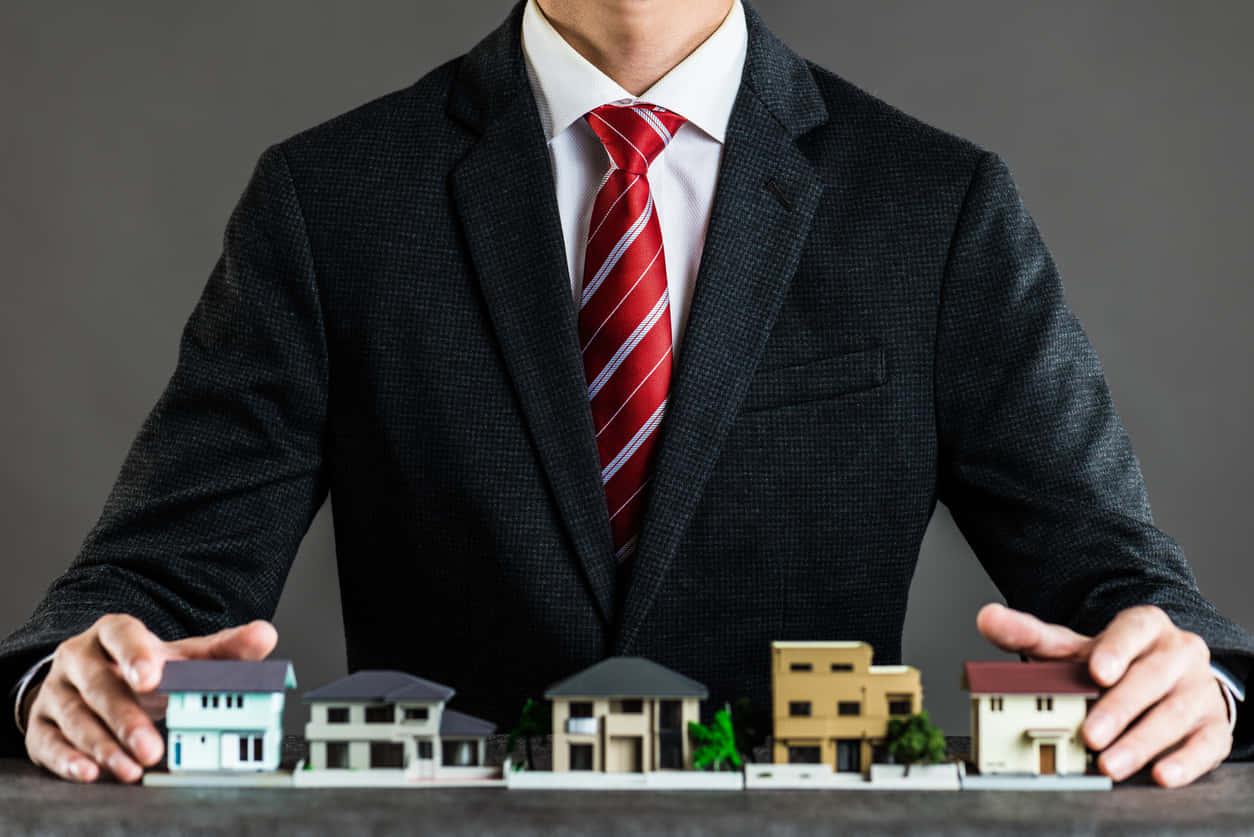 不動産の売却にはどんな費用がかかる?仲介手数料・印紙税・登記費用から譲渡所得税の計算方法まで解説する。