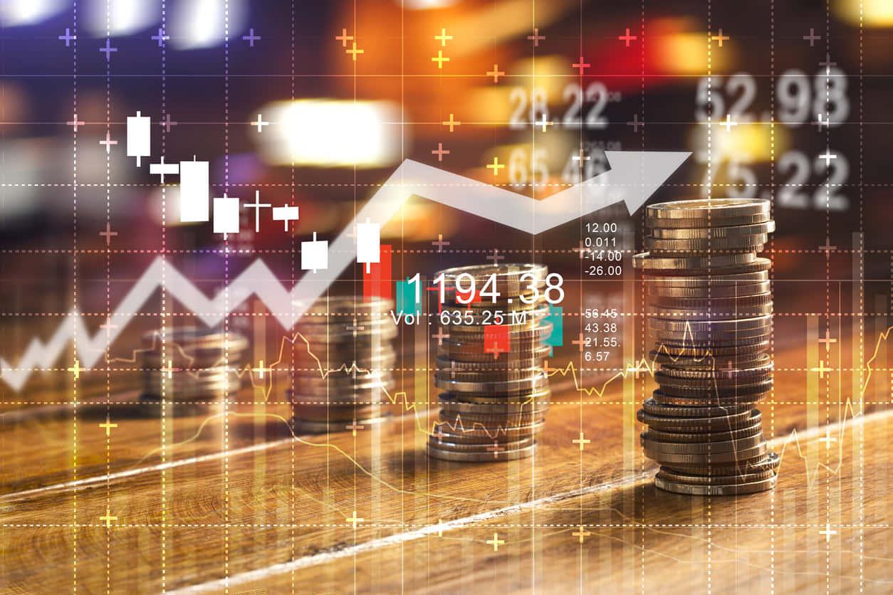 サラリーマンにおすすめの投資先3選を理由とともに解説する。